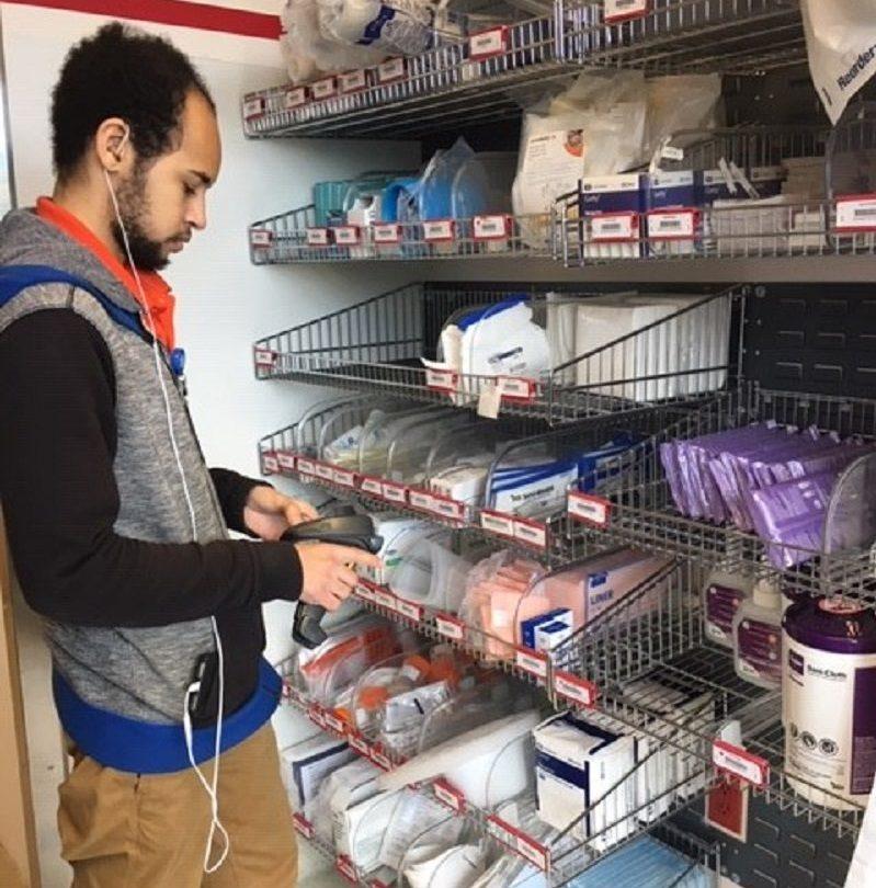 DeRodre Hill working at Mission Health through an Arc of North Carorlina internship.